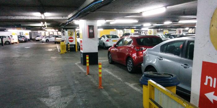 חניון ללא אביזרי בטיחות - כך לא צריכה להראות החניה הפרטית שלכם בבית